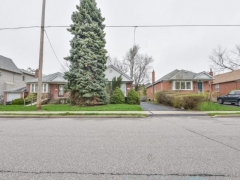 Real Estate -  297 Joicey Blvd, Toronto, Ontario -